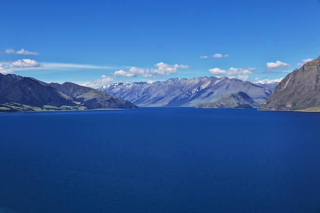 The lake in mountains of the south island, new zealand Premium Photo