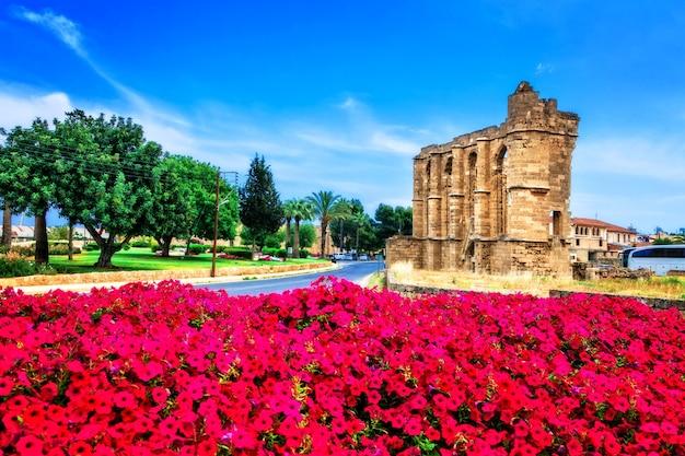 Достопримечательности кипра. руины церкви святого иоанна в фамагусте (газимагуса) Premium Фотографии