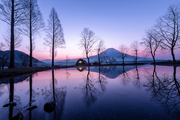 Landscape blue sky fumoto para camping ground and fuji mountain with tree reflection Premium Photo