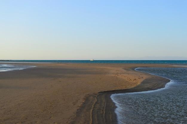 Landscape coast of the sea ebb Premium Photo