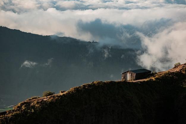 風景。山の家。バトゥール火山。バリ島インドネシア 無料写真