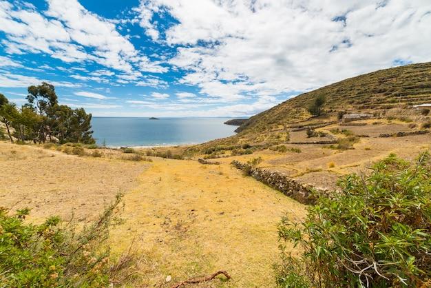 Landscape on island of the sun, titicaca lake, bolivia Premium Photo