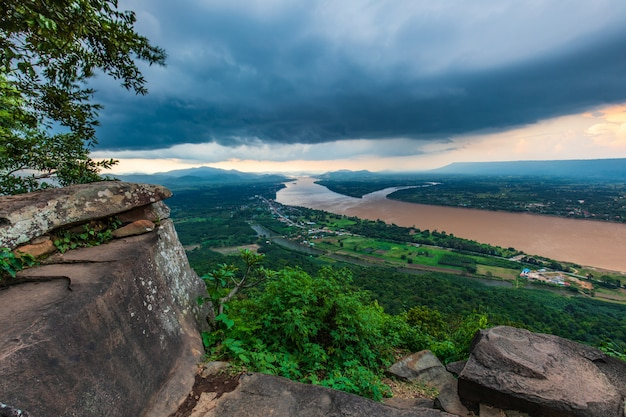 Landscape of mekong river in  border of thailand and laos. Premium Photo