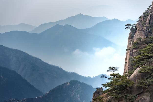 Landscape mount huangshan, yellow mountain in anhui of china. Premium Photo