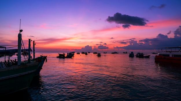 Landscape nature view, beautiful light sunrise or sunset over sea Premium Photo