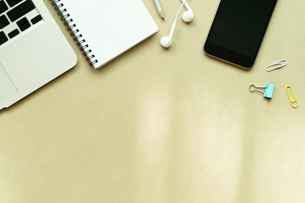 Laptop, notebook, mobile and accessories on table Premium Photo