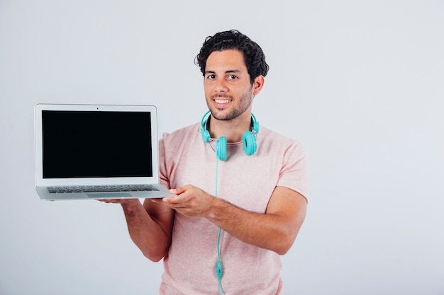 Laptop presentation with smiling man Free Photo