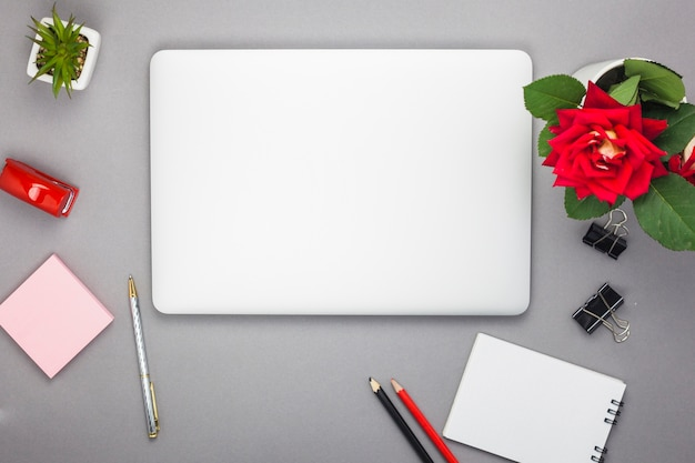 Laptop with notepad on table Free Photo