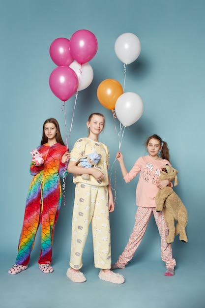 Large family, children have fun and play in the morning Premium Photo