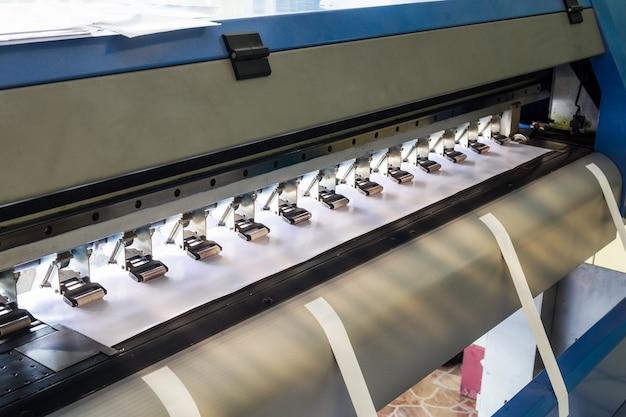 Large printer inkjet and vinyl paper Premium Photo