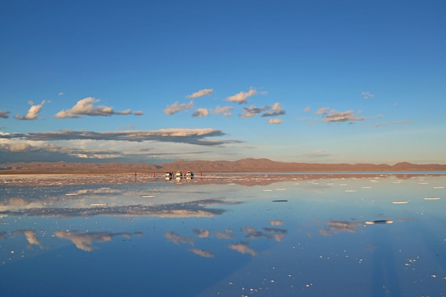 The largest mirror in the world, mirror effect on salar de uyuni salt flats, bolivia Premium Photo