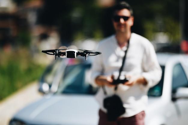 Quadrocopter、ドローンの起動と表示 Premium写真