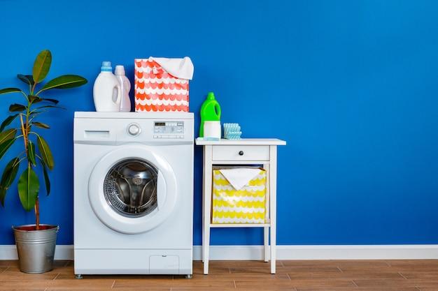 洗濯室。洗濯機のクローズアップ Premium写真