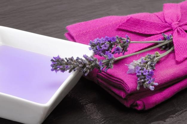 Lavender bath foam Premium Photo