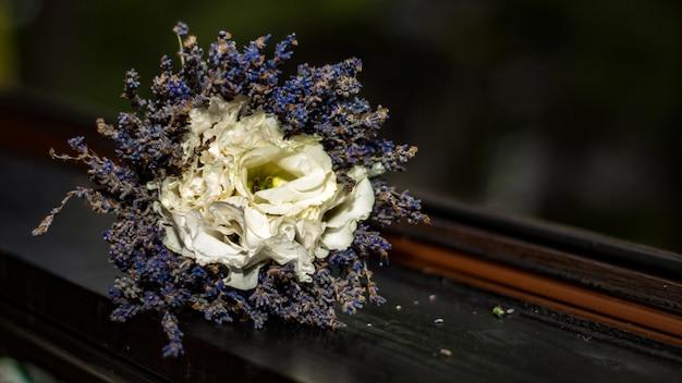 Lavender bouquet and white roses Premium Photo