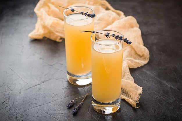 Lavender lemonade with fresh juice Premium Photo