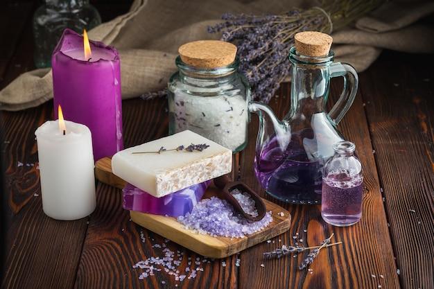 ラベンダー石鹸と海の塩 Premium写真
