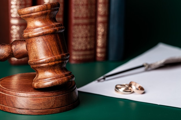 law-gavel-wedding-rings-table_93675-59326.jpg (626×417)