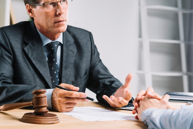 Lawyer explaining legal situation to his clients Free Photo