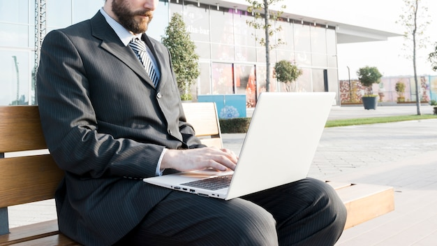 Lawyer working outdoors Free Photo