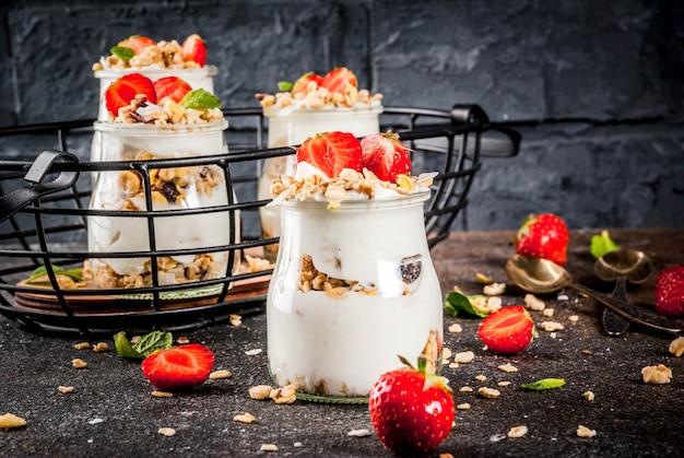 Layered strawberry dessert Premium Photo
