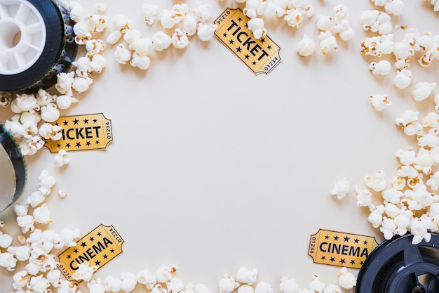 Layout of popcorn with cinema objects Free Photo
