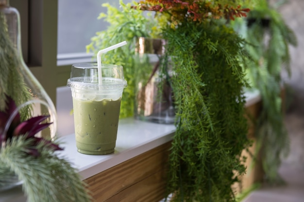 Lce macha milk green tea in cafe Premium Photo