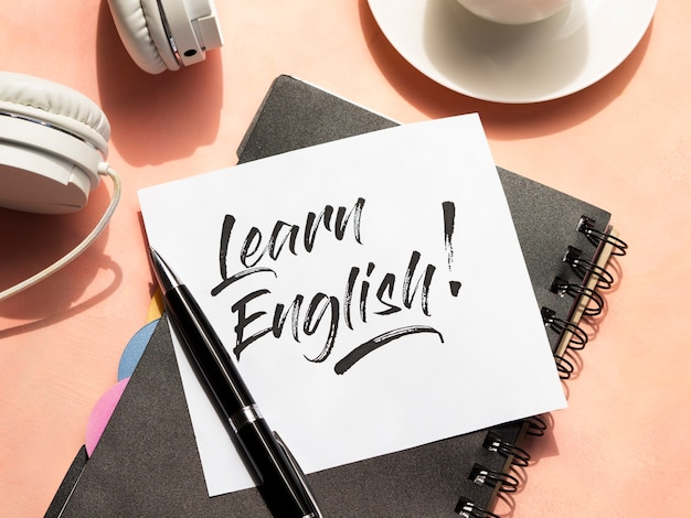Learn english message on sticky note Free Photo