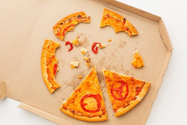 Cibo per pizza avanzato in una scatola Foto Gratuite