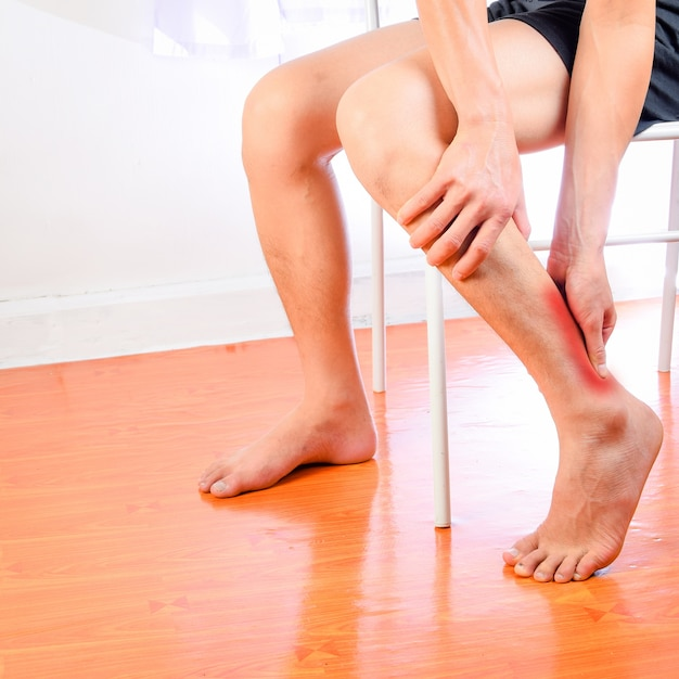 what can cause severe leg muscle pain