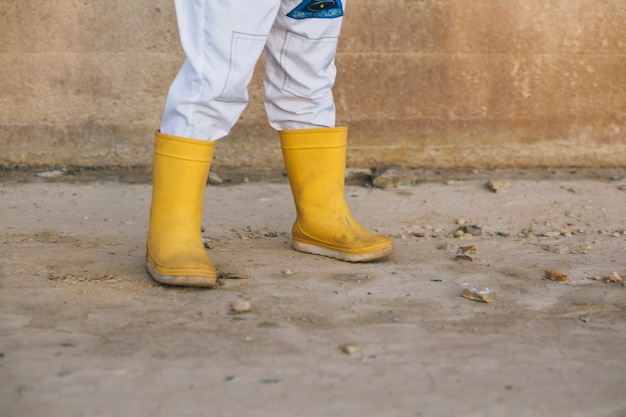 Ноги ребенка в резиновых сапогах Бесплатные Фотографии