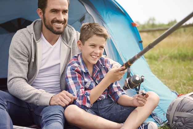Активный отдых в летнем кемпинге Бесплатные Фотографии