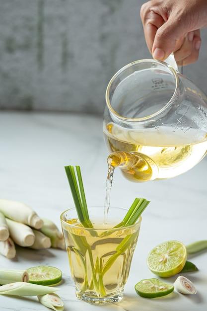 レモングラスハニーとレモンジュースレモングラスからの食品および飲料製品は、食品栄養の概念を抽出します。 無料写真