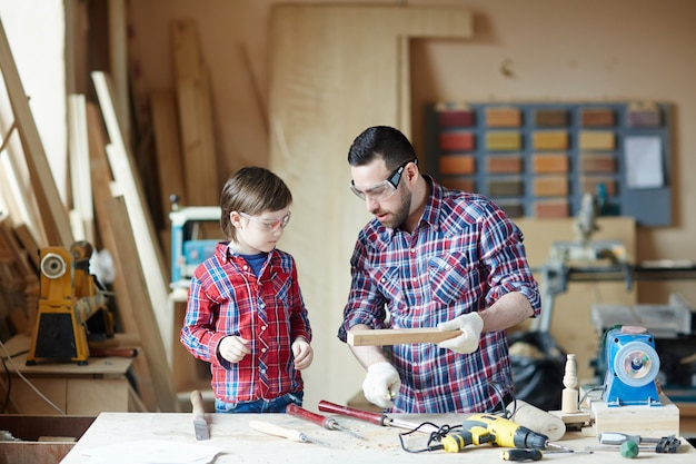 Lesson of cabinetmaking Free Photo