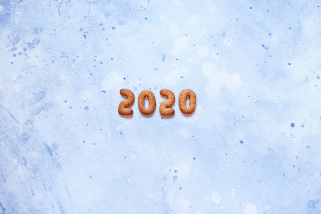 Letters 2020 merry christmas gingerbread cookies Premium Photo