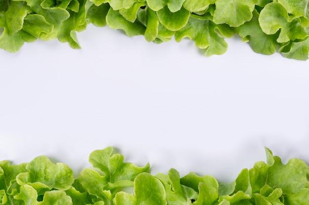 Салат, который помещен в белый. Бесплатные Фотографии