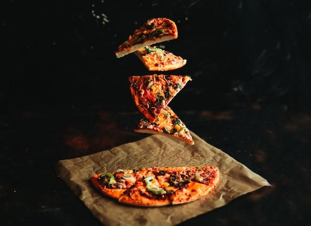 Levitation pizza Premium Photo