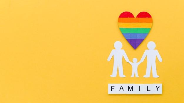 コピースペースと黄色の背景にlgbt家族概念配置 無料写真