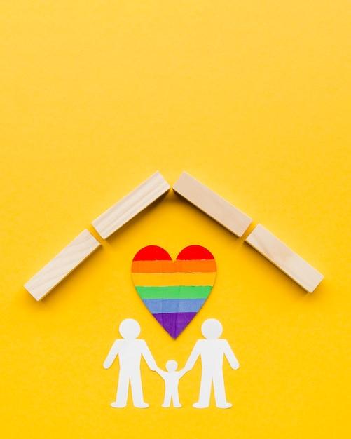 コピースペースと黄色の背景にlgbt家族の概念 無料写真
