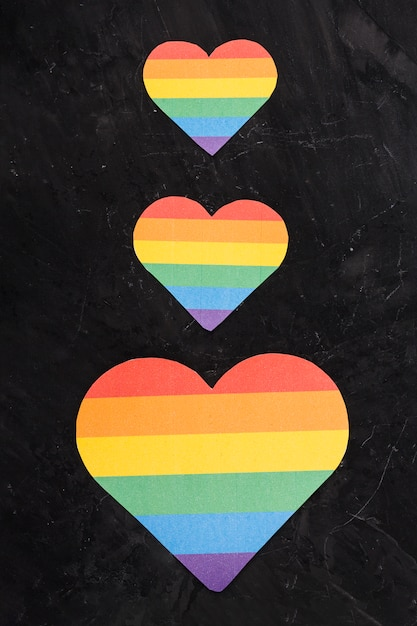 Lgbt hearts of various sizes arranging vertically Free Photo