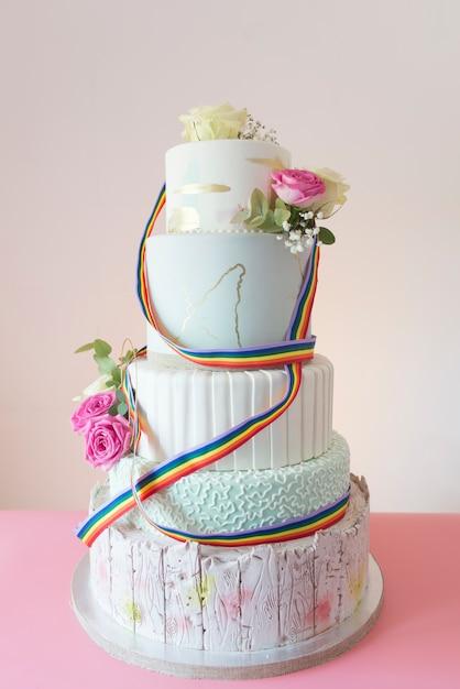 ケーキの結婚式lgbt Premium写真