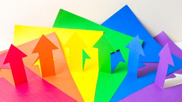 Lgbt色の紙の矢のコレクション 無料写真