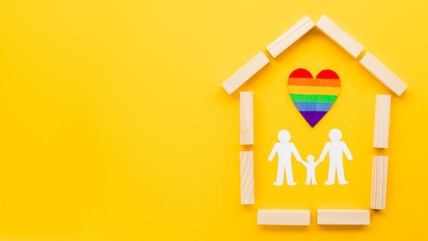 コピースペースと黄色の背景にかわいいlgbt家族概念配置 無料写真