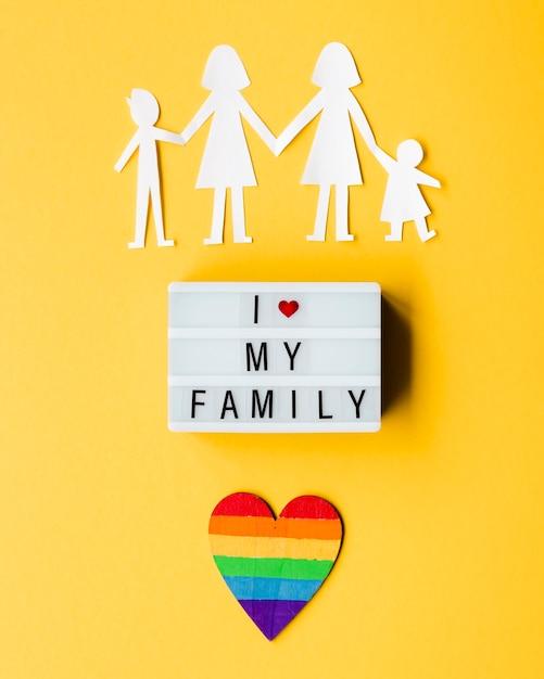 黄色の背景にlgbt家族の概念 無料写真
