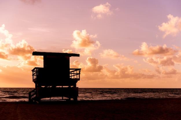 Life guard patrol hut silhouette in california during sunset Premium Photo