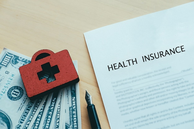 Life and health insurance policy concept idea. Free Photo