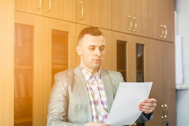 Lifestyle portrait of businessman Free Photo
