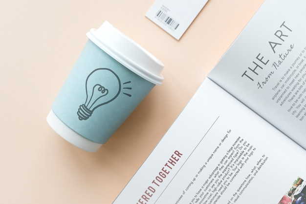Light bulb drawn on a paper cup Premium Photo