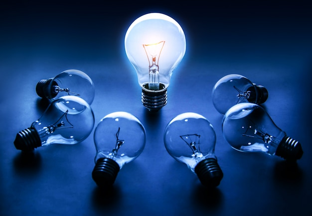 Light bulb lamps on a colour background Premium Photo