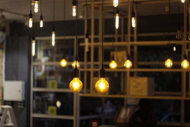 Light bulbs hanging Premium Photo
